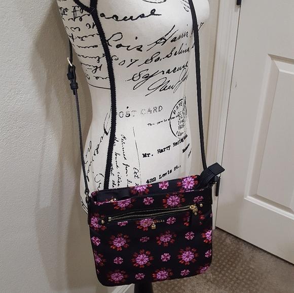 1b64f69a9789 MK Kelsey Large PINK Floral Nylon crossbody. M 5af602d73afbbd16cd1c593e